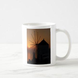 Taza de la puesta del sol de Santorini