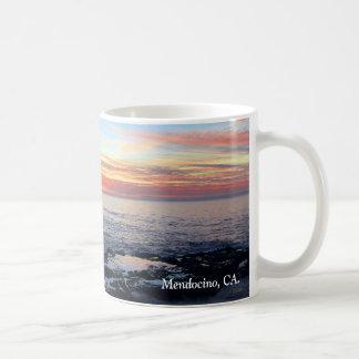 Taza de la puesta del sol del océano, Mendocino,