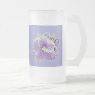Taza de la púrpura de la violeta africana