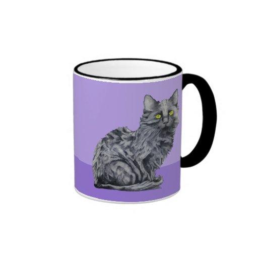 Taza de la púrpura del gato negro