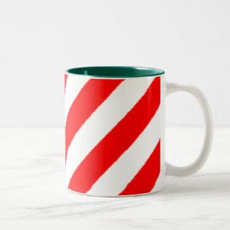Taza de la raya del navidad