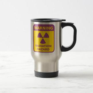 Taza de la señal de peligro de la radiación