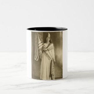 taza de la señora de la libertad del sufragio