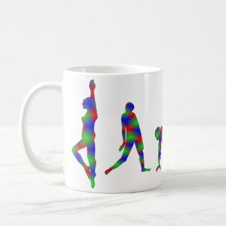 Taza de la silueta del baile de la danza multicol