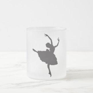 Taza de la silueta del ballet