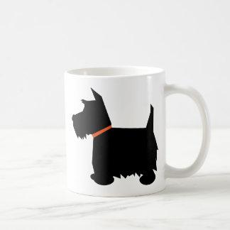 Taza de la silueta del negro del perro de Terrier