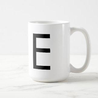 """Taza de la tipografía """"E"""" de la fuente de Futura"""
