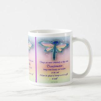 """Taza de la """"transformación"""" de la libélula"""