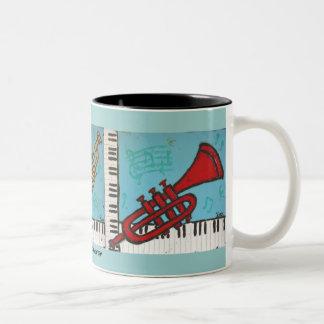 taza de la trompeta y del musical del piano