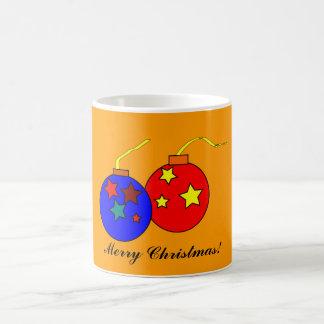 Taza de las bolas del navidad