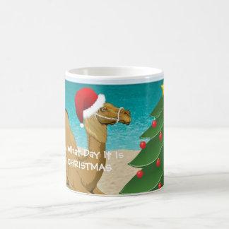Taza de las Felices Navidad del camello del día de