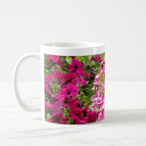 "Taza de las ""petunias rosadas rosadas"""