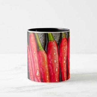 Taza de las pimientas de chiles rojos