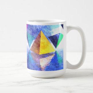 Taza de las pirámides y de los triángulos
