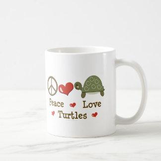 Taza de las tortugas del amor de la paz