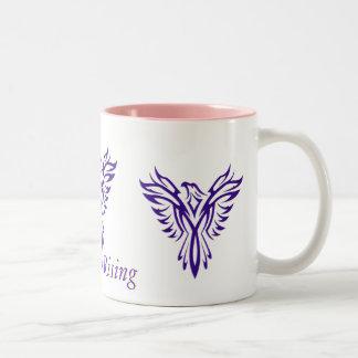 Taza de levantamiento púrpura majestuosa del dos-t