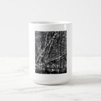 Taza de los árboles del invierno