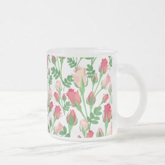 Taza de los capullos de rosa del rosa en colores p