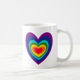 Taza de los corazones del arco iris de los CF