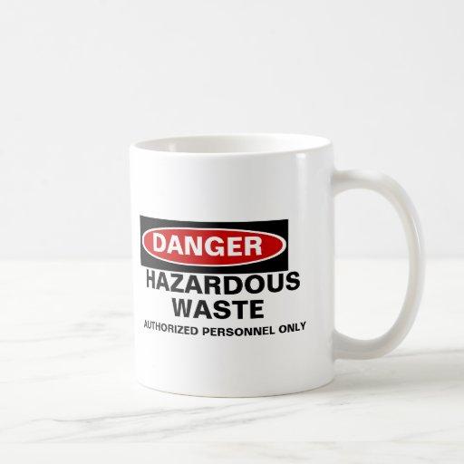 Taza de los desechos peligrosos del peligro