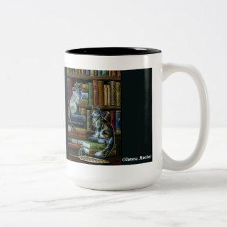 Taza de los gatos de la biblioteca de la enseñanza