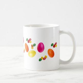 Taza de los huevos de Pascua y de las habas de jal