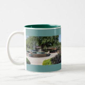 Taza de los jardines de la fuente del botón de Mar