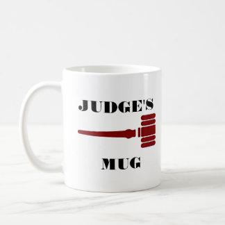 Taza de los jueces con el mazo