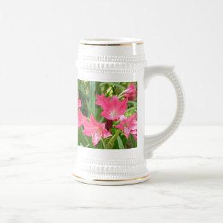 Taza de los lirios de Crinum del rosa color de ros