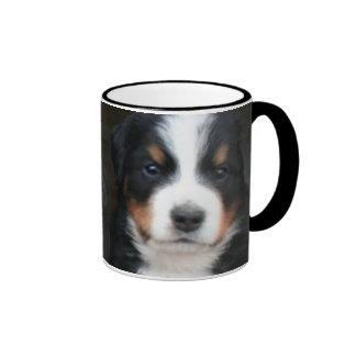 Taza de los perritos del perro de montaña de Berne