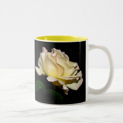 Taza de los rosas amarillos