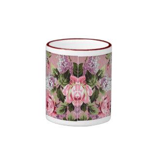 Taza de los rosas y de las lilas del Victorian del
