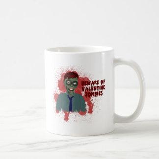 Taza de los zombis de la tarjeta del día de San
