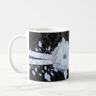 Taza de lujo del damasco de la flor romántica azul