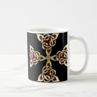 Taza de oro de la cruz céltica