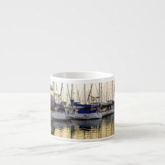 Taza de oro del velero y del café express de la taza espresso