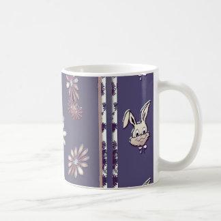 Taza de Pascua de la flor del conejito