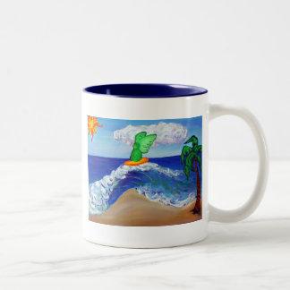 Taza de Raphael del ángel que practica surf
