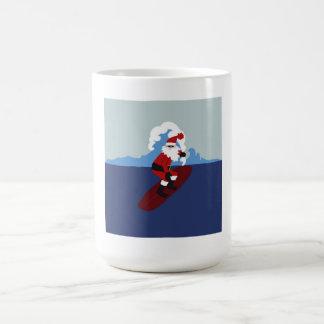 Taza de Santa que practica surf