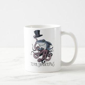 Taza de Sharktopus del equipo del dibujo animado
