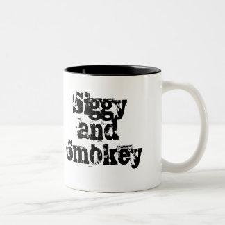 Taza de Siggy y de Smokey 15oz
