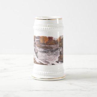 """Taza de Stein con """"diseño de la garganta de Elora"""""""