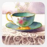 Taza de té 0001 en los pegatinas del cordón colcomanias cuadradass
