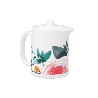 Taza de té coralina y rosada de los rosas