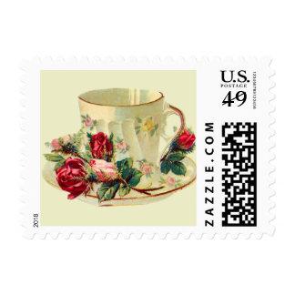 Taza de té delicada con los rosas sellos