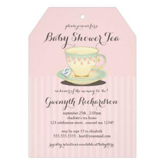 Taza de té elegante en la fiesta del té rosada de