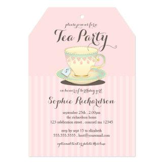 Taza de té elegante en la fiesta del té rosada del invitaciones personalizada