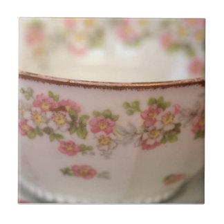 Taza de té floral rosada azulejo cuadrado pequeño