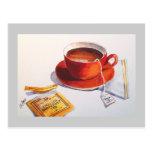 Taza de té roja con la bolsita de té tarjetas postales