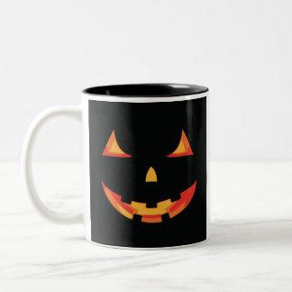 ¡Taza de Terrorific Halloween! ¿- truco o invitaci Taza Dos Tonos